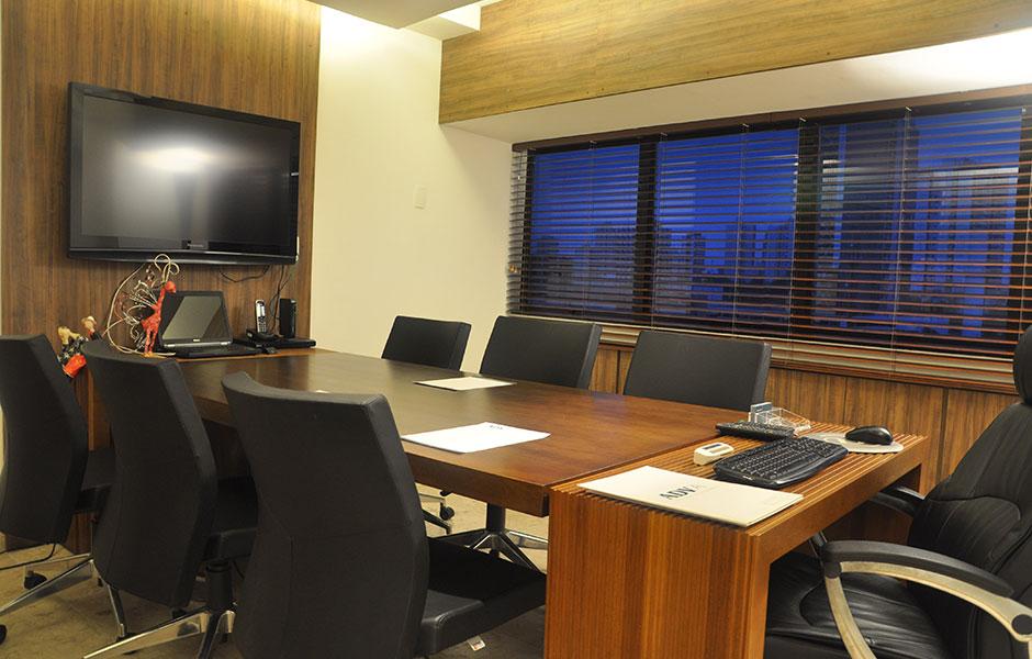 decoracao de interiores escritorio advocacia:Clique na seta ao lado e conheça alguns dos nossos trabalhos.